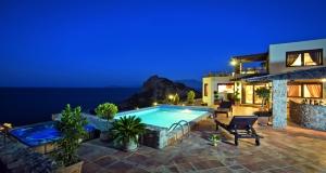 Дом на берегу Средиземного моря — почему покупать жилье в Греции очень выгодно?