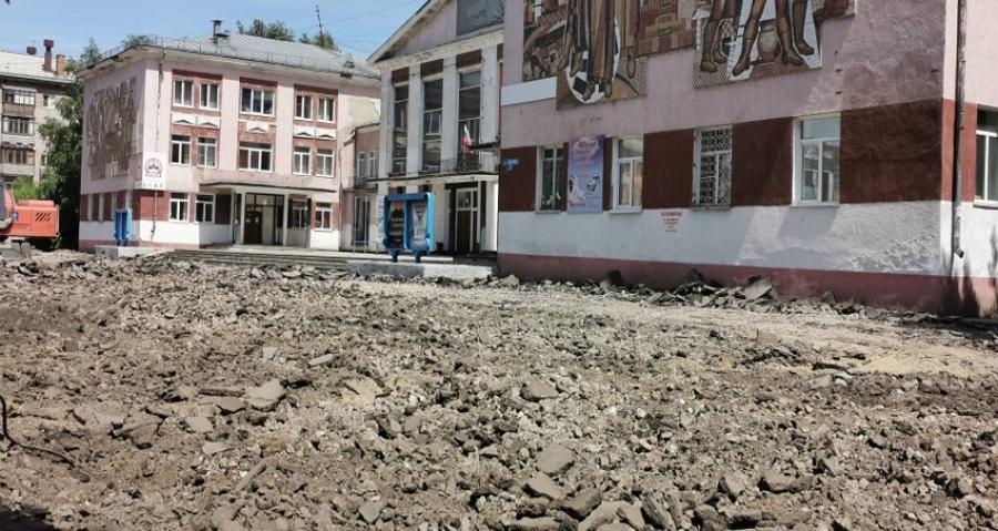 """В Рубцовске началось благоустройство территории перед ДК """"Тракторостроитель"""""""